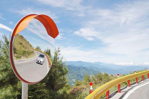 Дорожные сферические зеркала – безопасность на дороге