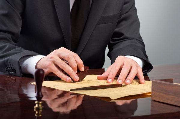Когда стоит обратиться к трудовому юристу?