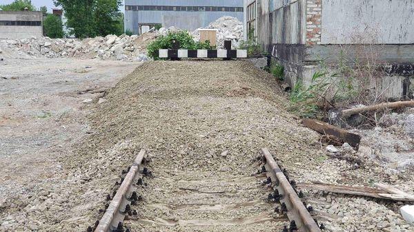 Установка тупиковых железнодорожных упоров